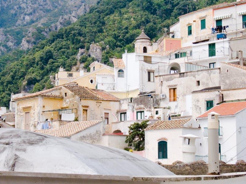 白长袍经典之作房子使地中海环境美化 免版税库存图片