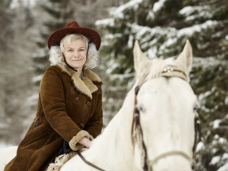 白马和骑马妇女 图库摄影