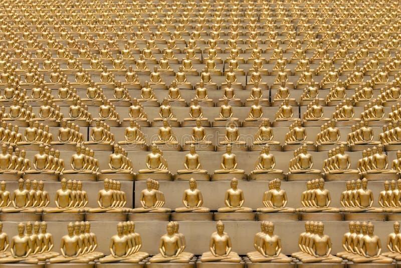 百万个金黄菩萨小雕象在Wat Phra Dhammakaya 曼谷佛教寺庙泰国 免版税库存图片