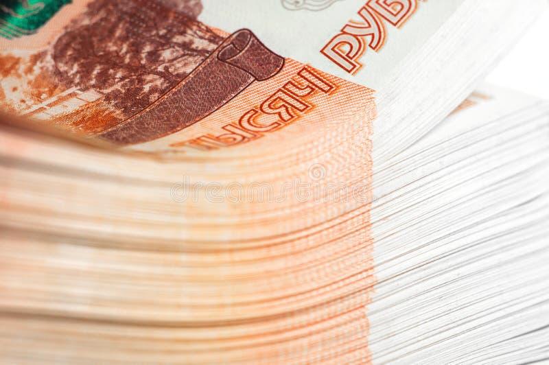 百万俄罗斯卢布 财富、赢利、事务和财务的概念 堆金钱在五张第一千个张票据钞票 图库摄影