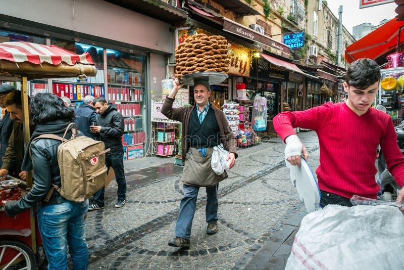 百吉卷卖主在伊斯坦布尔,土耳其 库存照片