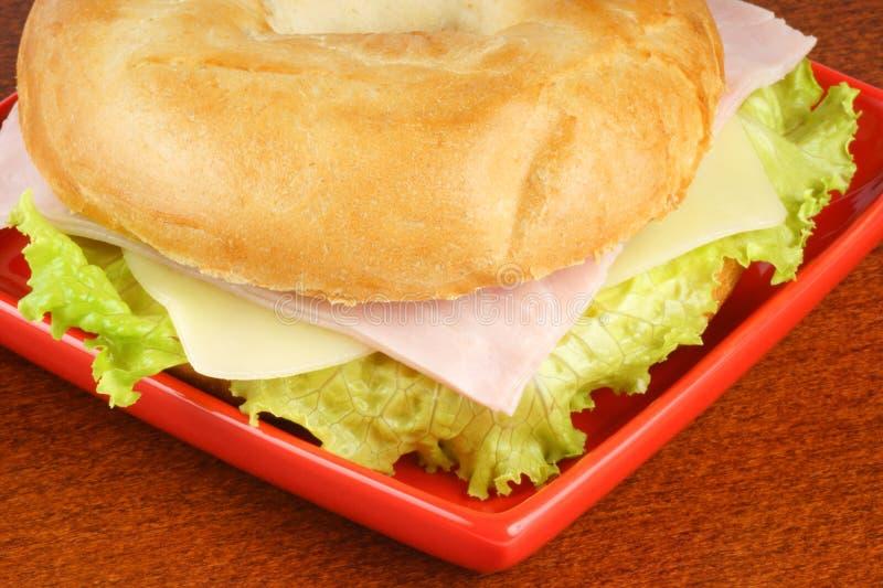 百吉卷干酪火腿莴苣 图库摄影