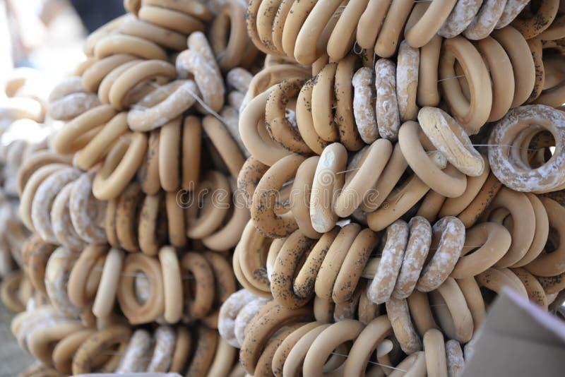 百吉卷炖了用搽粉的糖和罂粟种子 免版税库存照片