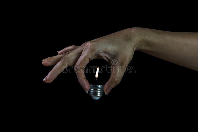 轻的亮光,当拿着电灯泡的妇女,不用玻璃 免版税图库摄影