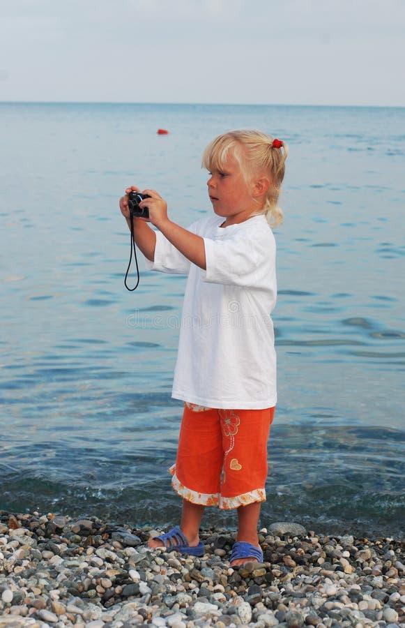 3年的女孩和她的哥哥 免版税图库摄影