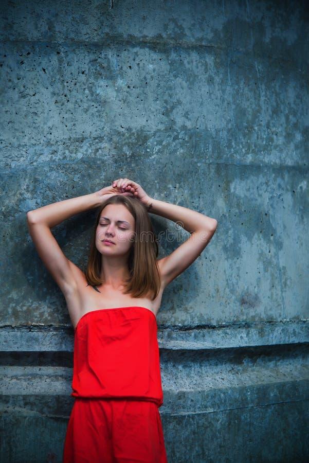 的女孩红色sundress 库存图片