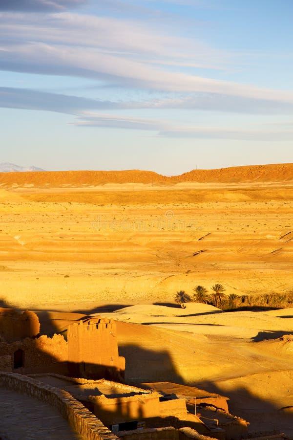 Download 的摩洛哥和历史村庄砖的非洲 库存照片. 图片 包括有 布琼布拉, 闹事, 伊斯兰, 保护, 云彩, 筑堡垒于 - 62537078
