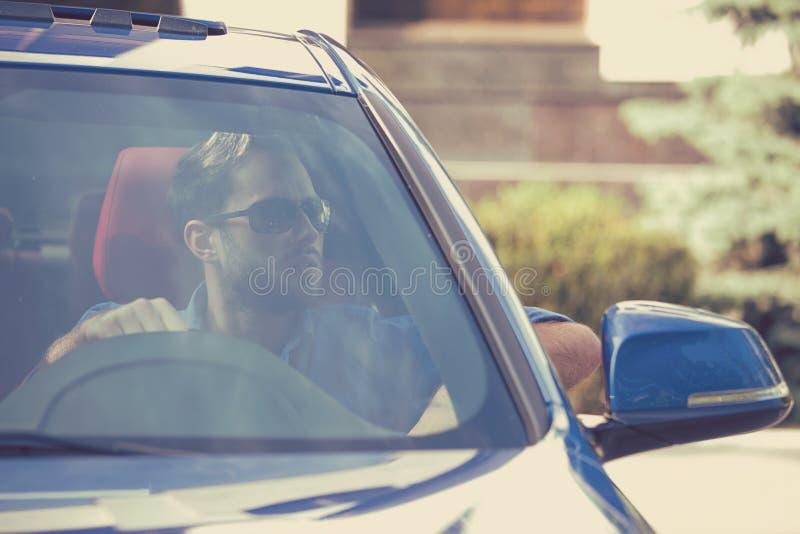 他的汽车的确信的人 免版税库存照片