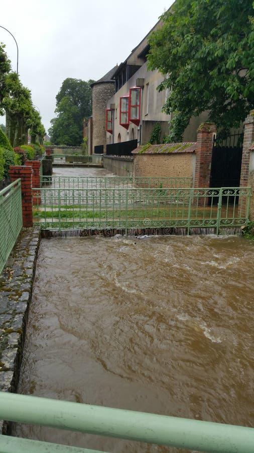 洪水的河 免版税库存照片