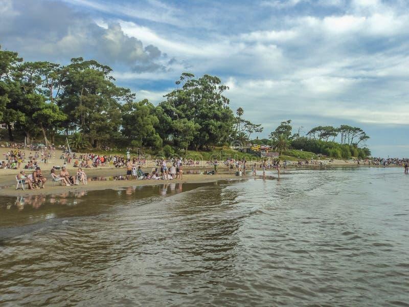 从水的海滩视图 免版税库存照片