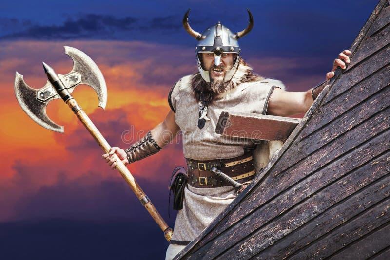 他的船的坚强的北欧海盗 图库摄影