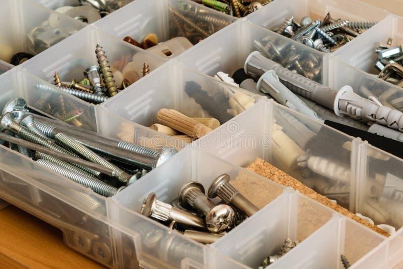 组织的螺丝、螺栓、坚果和洗衣机 库存照片