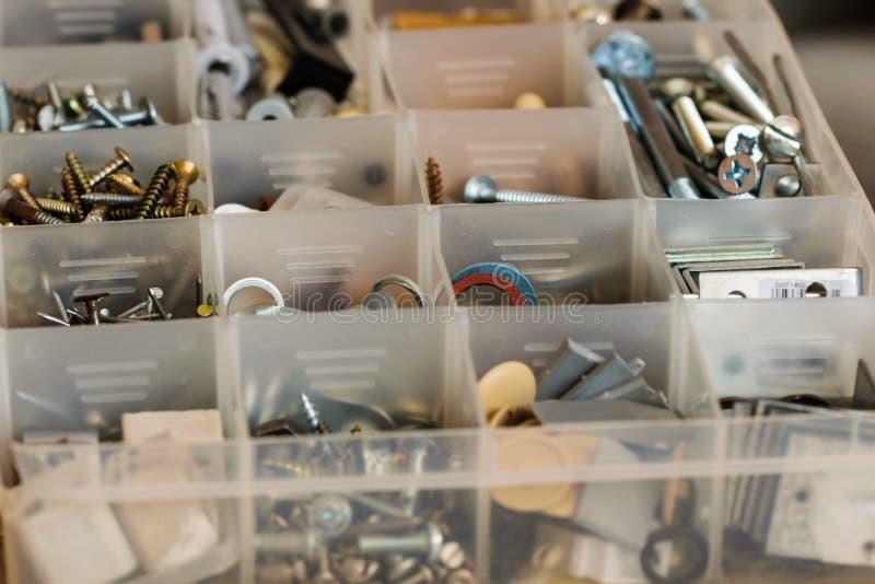 组织的螺栓、螺丝、坚果和洗衣机 免版税库存图片