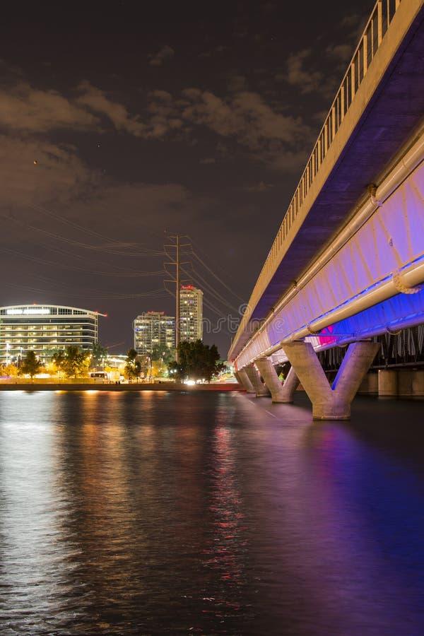 轻的路轨桥梁在坦佩, AZ 免版税图库摄影