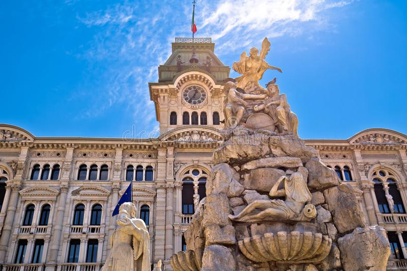 的里雅斯特广场Unita d意大利广场视图的市政厅 库存照片