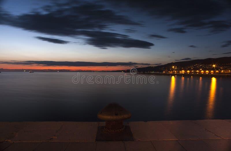 的里雅斯特海岸夜视图  免版税图库摄影
