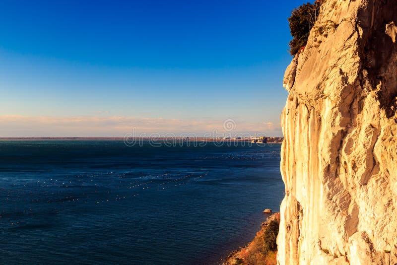 的里雅斯特海湾在一个大风天 库存图片