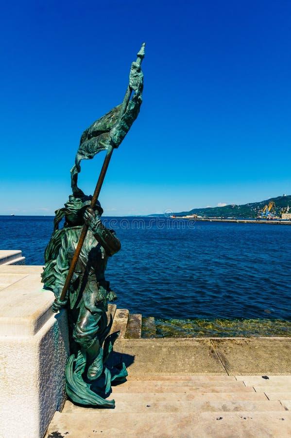 的里雅斯特,意大利- 2017年4月29日:斯卡拉Rele Bersagliere雕象 免版税图库摄影