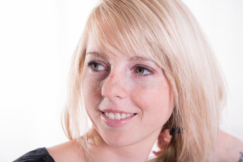 年轻的画象,白肤金发,可爱的妇女 免版税库存照片