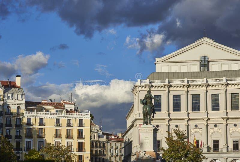 皇家剧院和纪念碑对费莉佩IV在马德里 库存图片