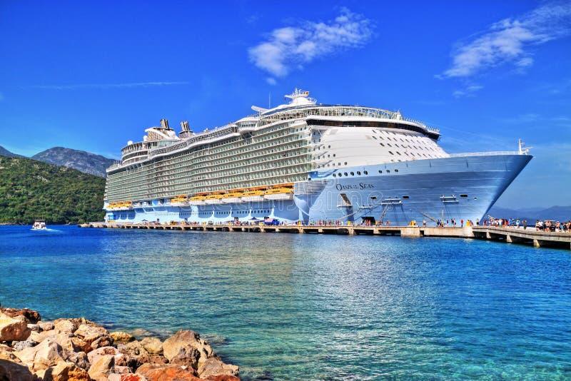 皇家加勒比,海的绿洲 免版税库存照片