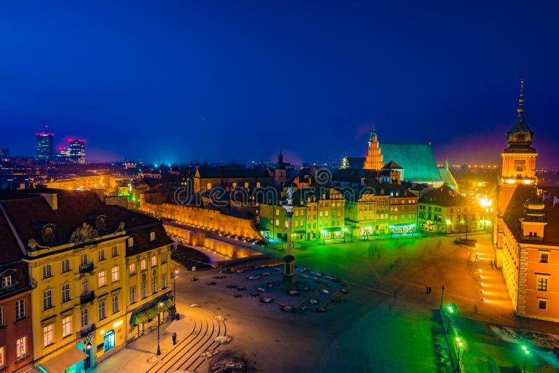 皇家城堡和老镇夜全景在华沙 库存图片