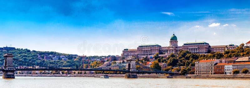 皇家城堡和铁锁式桥梁 库存图片
