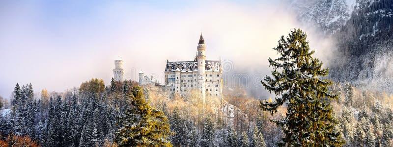 皇家城堡新天鹅堡和周边地区精采场面在巴伐利亚,德国德国 库存照片