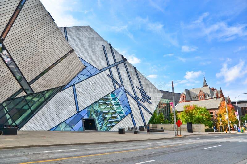 皇家安大略博物馆在一个晴天在多伦多 免版税库存照片