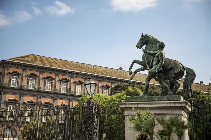 皇家意大利那不勒斯的宫殿 免版税库存图片