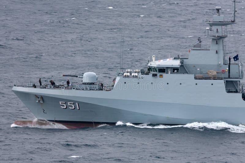皇家泰国海军离去的悉尼港口的HTMS甲米府OPV-551近岸巡逻艇OPV 库存图片