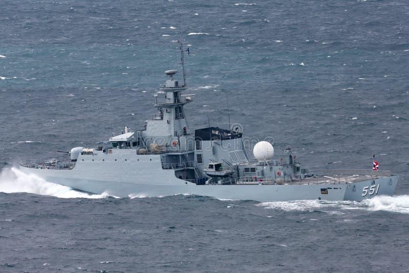 皇家泰国海军离去的悉尼港口的HTMS甲米府OPV-551近岸巡逻艇OPV 免版税库存图片