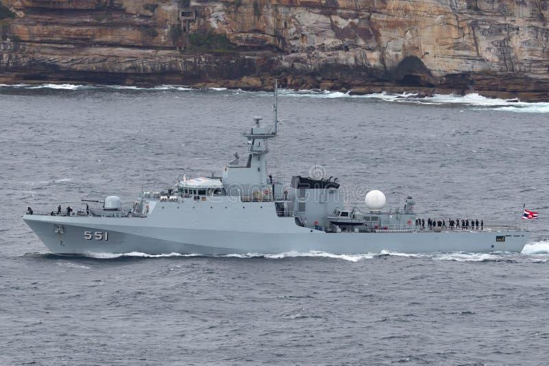 皇家泰国海军离去的悉尼港口的HTMS甲米府OPV-551近岸巡逻艇OPV 免版税库存照片