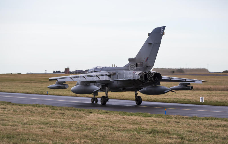 皇家空军龙卷风喷气机乘出租车。 图库摄影
