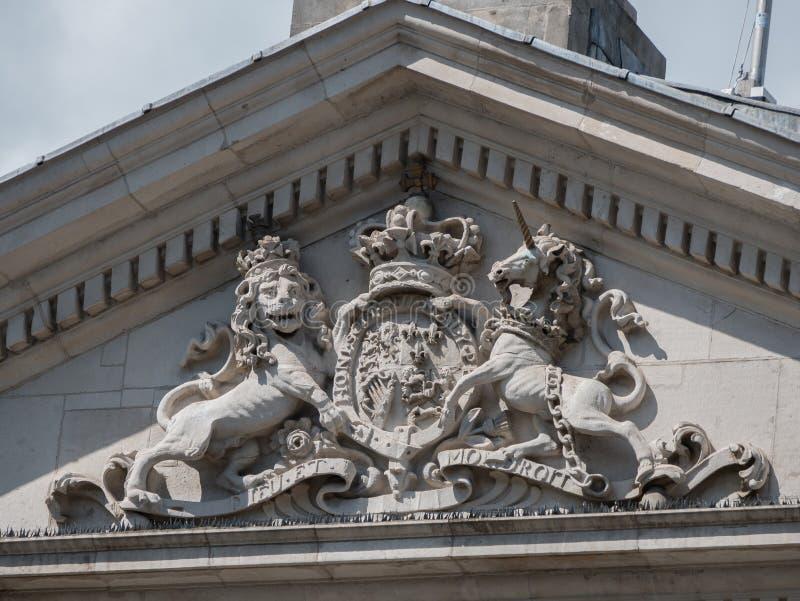 皇家英国徽章,前爱尔兰议会大厦,学院绿色,都伯林,爱尔兰 免版税库存图片