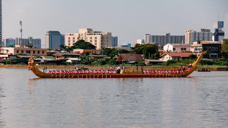 皇家驳船Narai歌曲Suban嗯Rama IX彩排的泰国在晁Phraya的皇家驳船队伍的 免版税库存照片