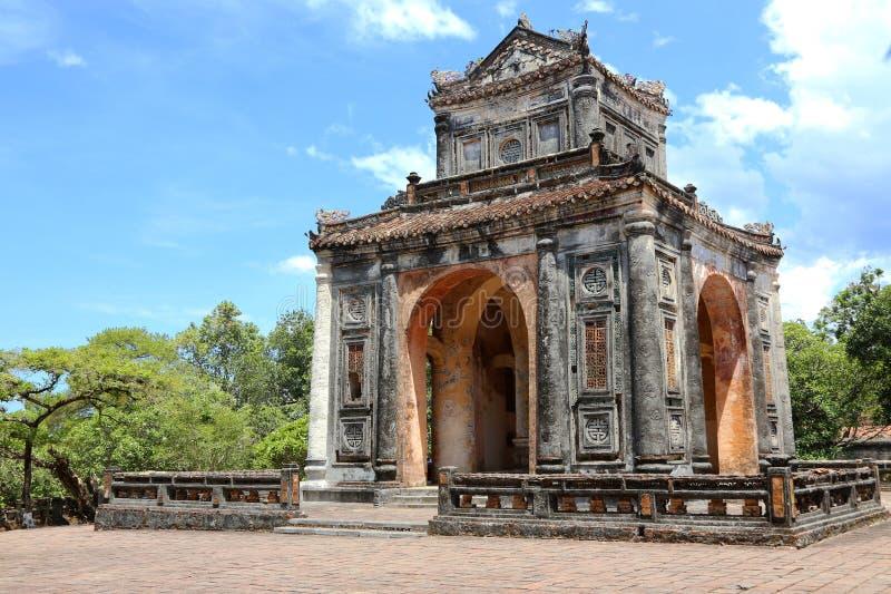 皇帝嗣德帝坟茔的石碑亭子在颜色附近的,越南 库存图片