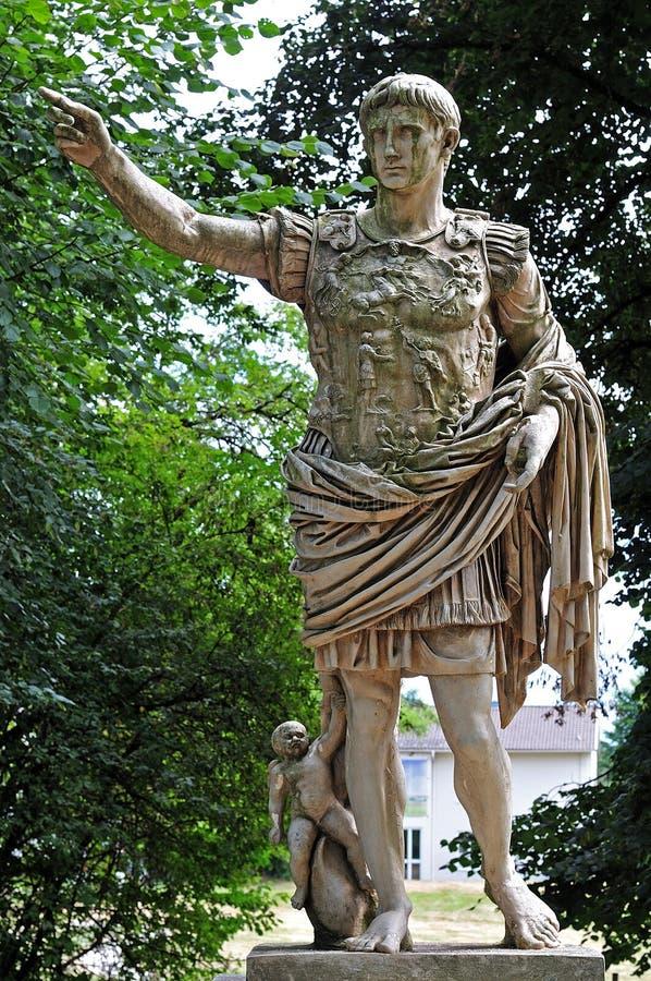 皇帝奥古斯都罗马雕象复制品  库存照片