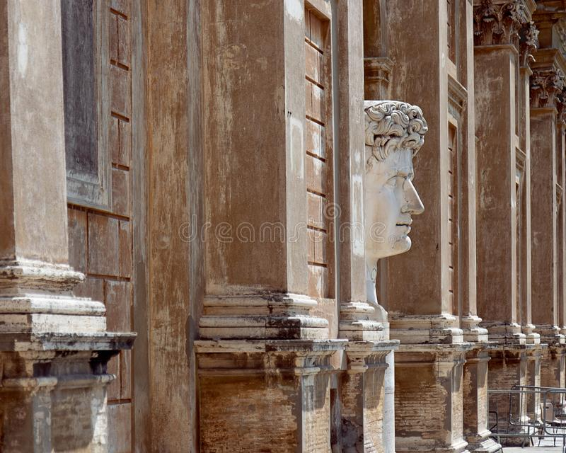 皇帝法院的凯撒奥古斯都一个大大理石顶头雕象  图库摄影