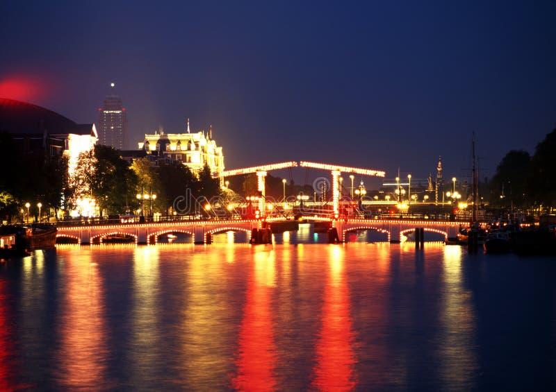 皮包骨头的桥梁在晚上,阿姆斯特丹 库存图片