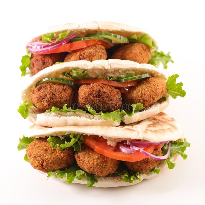 皮塔饼面包和沙拉三明治 免版税库存图片