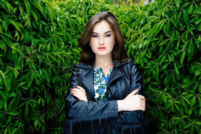 Download 黑皮夹克的妇女 库存图片. 图片 包括有 brunhilda, 头发, 人们, 户外, 自然, 皮革, 豪华 - 62536751