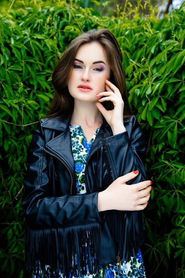 Download 黑皮夹克的妇女 库存图片. 图片 包括有 头发, beauvoir, 投反对票, 迷人, 适应, 表面, 夹克 - 62536759