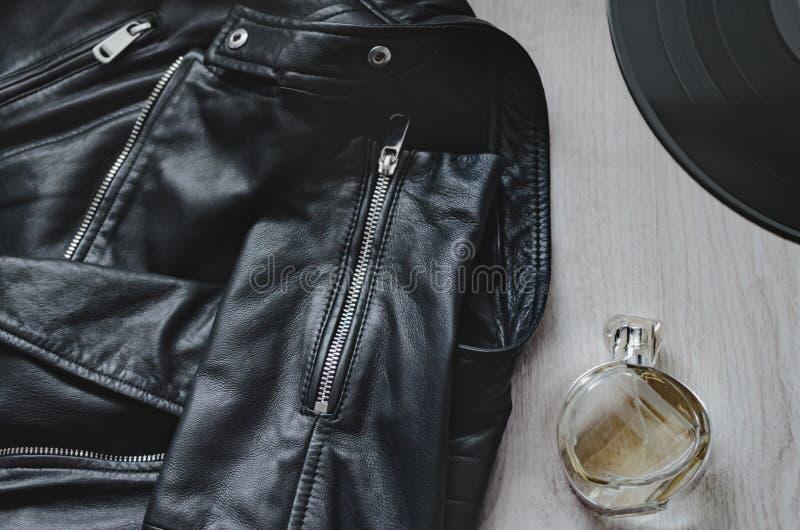 皮夹克,香水,乙烯基板材 免版税库存照片
