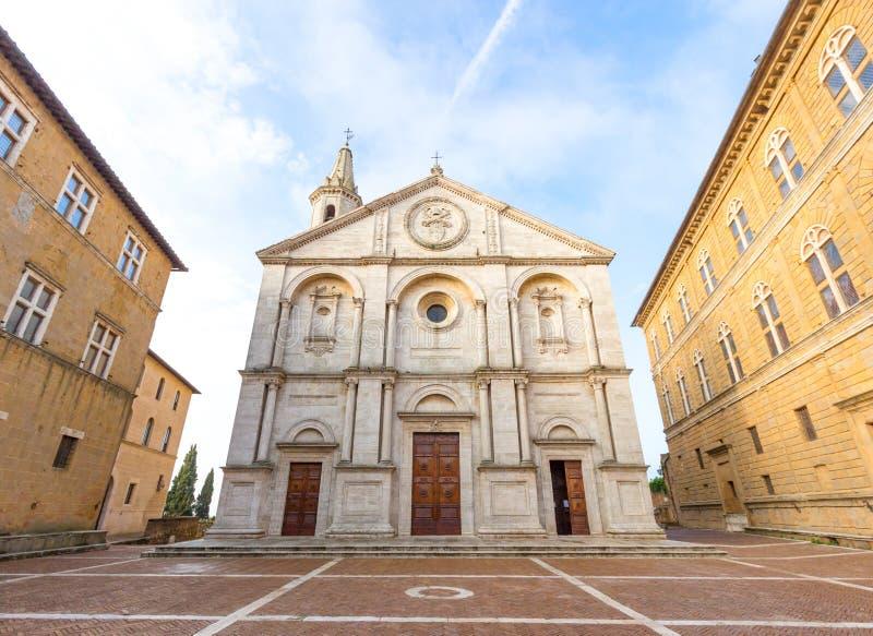 皮恩扎和Pio II正方形,意大利大教堂的看法  免版税图库摄影