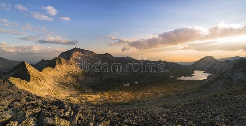 皮林山脉山的,保加利亚日落全景 免版税库存图片