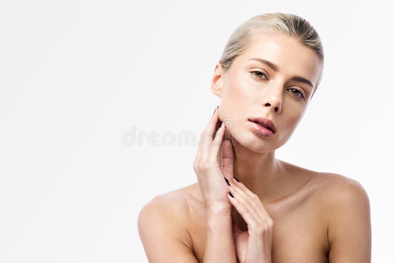 皮肤护理和温泉 一美丽的年轻女人的秀丽画象轻的背景的 免版税库存图片