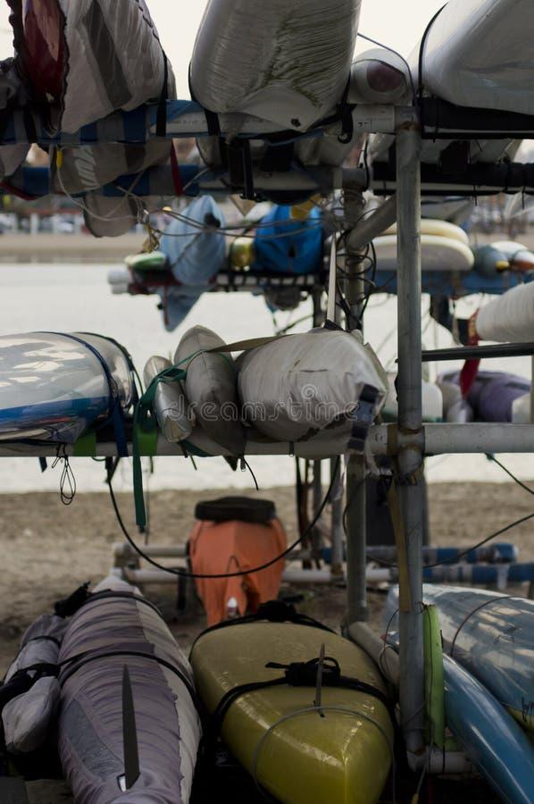 Download 皮船和冲浪板在机架 库存照片. 图片 包括有 体育运动, 夏天, 海浪, 飞翅, 皮带, 海滨广场, 冲浪板 - 30329538
