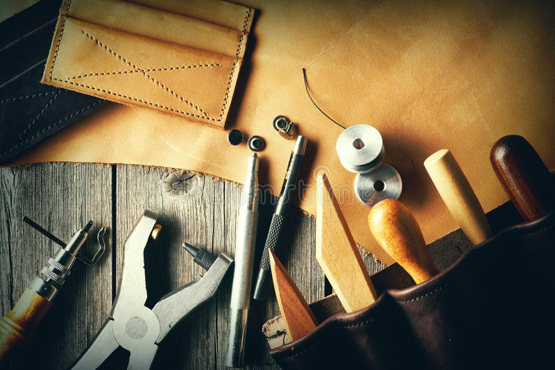 皮革制作的工具 免版税库存照片