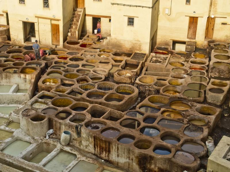 皮革厂和染料工厂在菲斯 免版税库存照片